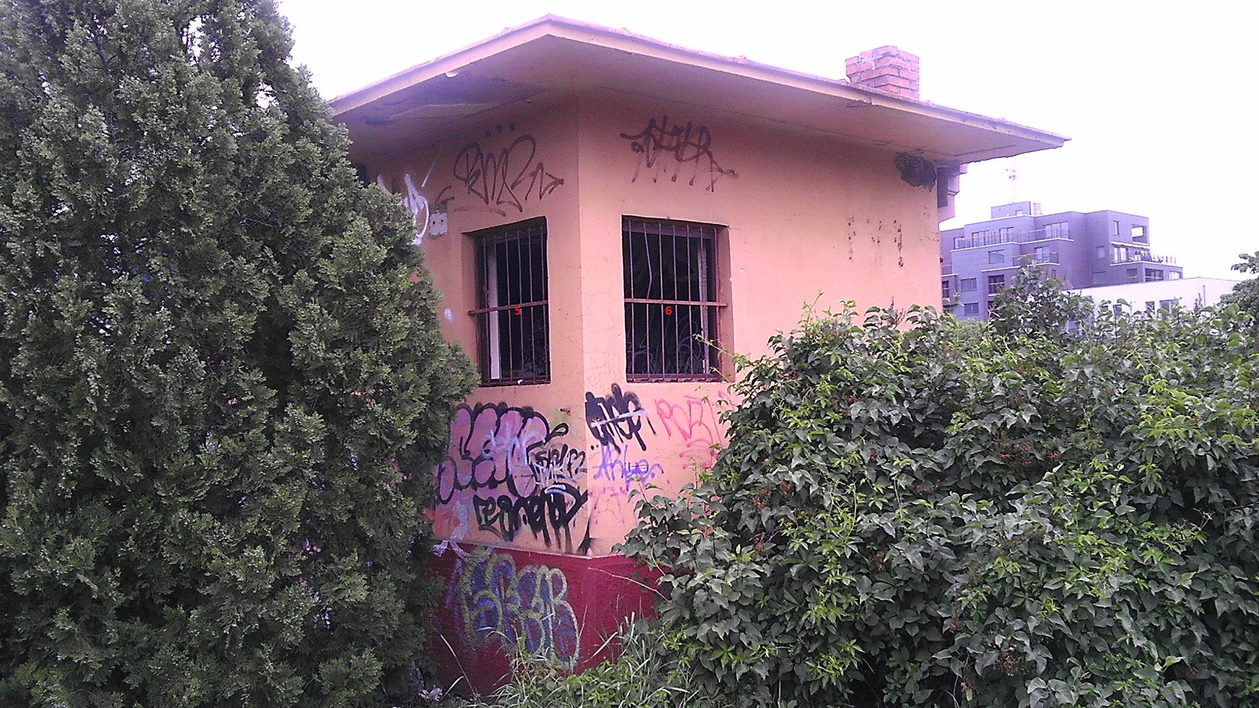 5e3e327a5b Dopyt na  zabezpečenie okien a dverí objektu zadebnením